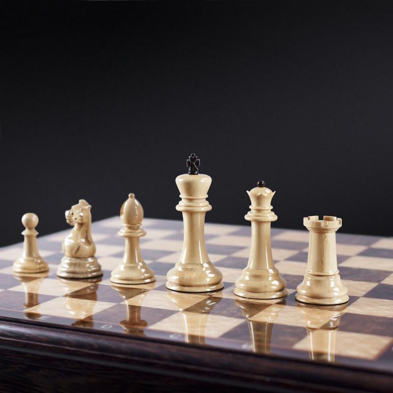 Научится играть в шахматы
